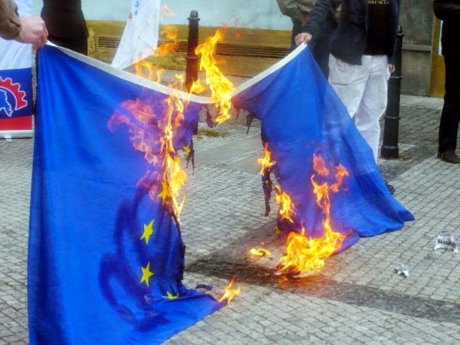 Pálení vlaky Evropské Unie trestným činem?
