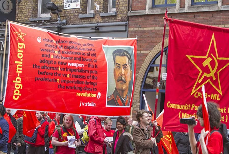 Z prvomájové londýnské demostrace pořádané soudruhy z Komunistické strany Velké Británie (marx-leninské) v Londýně