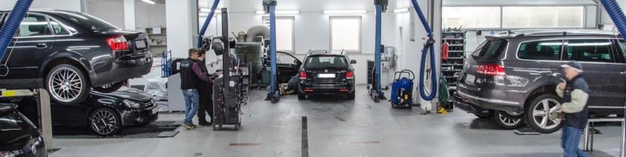 V německé autodílně by shora uvedený postup byl zcela normální. Proč ztrácet čas, zákazníkovi utrácet peníze?
