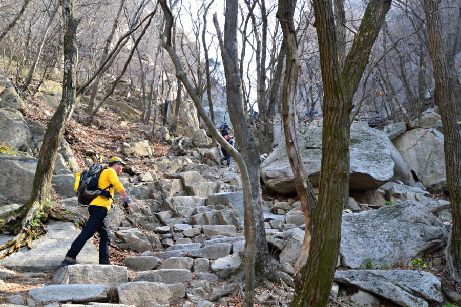 Výstup na horu Pukhansan nad jihokorejským Soulem