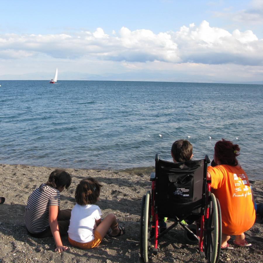 Artaniš na břehu jezera Sevan