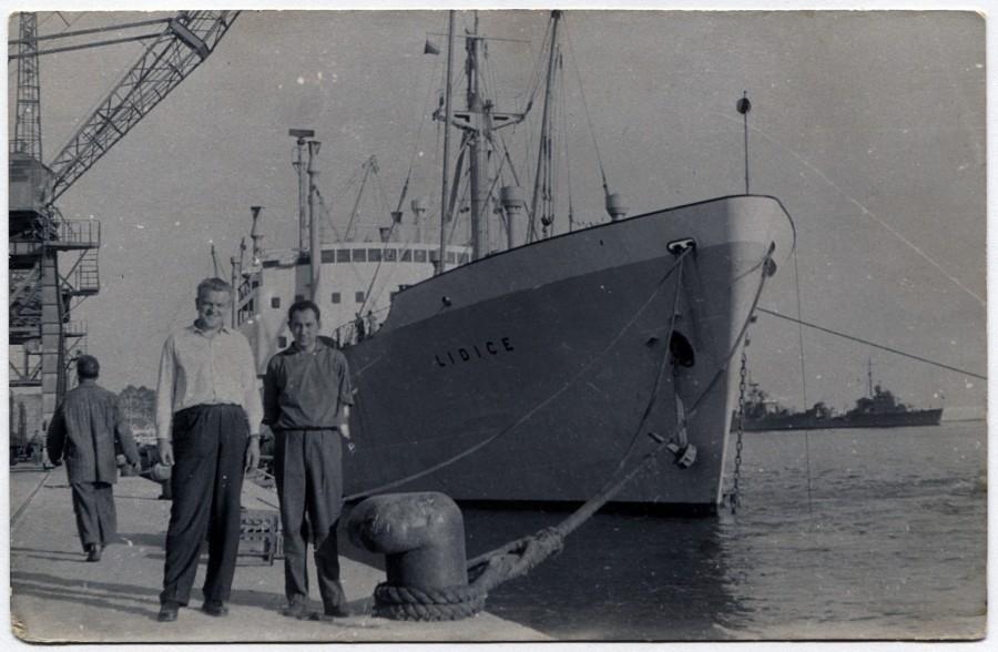 Loď Lidice. Neznámí lidé, neznámý přístav...