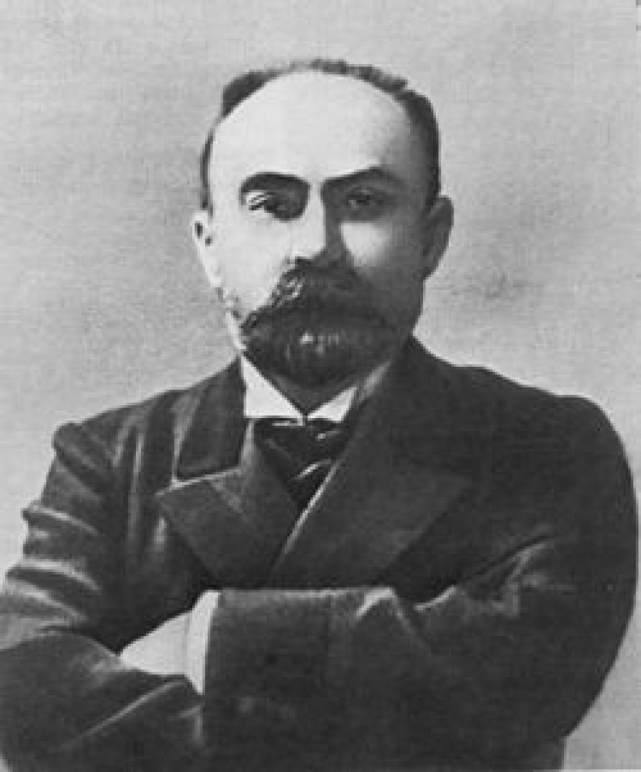 Georgij Valentinovič Plechanov  (Běltov) (1856-1918): První propagátor marxismu v Rusku, nesmiřitelný bojovník za materialistický světový názor, význačný činitel ruského a mezinárodního dělnického hnutí. V roce 1875 ještě jako student navázal spojení s narodniky a s petrohradskými dělníky a zapojil se do revoluční činnosti. V roce 1877 se stal členem narodnické organizace Zemlja i volja  a v roce 1879, když se tato organizace rozštěpila, postavil se do čela nově vytvořené narodnické Čornyj pereděl. V roce 1880 odjel do ciziny, rozešel se s narodnictvím a v roce 1883 založil v Ženevě první ruskou marxistickou organizaci   skupinu Osvobození práce.  Plechanov napsal řadu prací z oboru filosofie, z dějin sociálně politických věd, z teorie umění a literatury. Tyto jeho práce jsou cenným příspěvkem do pokladnice vědeckého socialismu.  Plechanovovy filosofické práce označil Lenin za nejlepší ve světové marxistické literatuře.  Plechanov se však dopustil vážných chyb: nedocenil revoluční úlohu rolnictva a v liberální buržoazii viděl spojence dělnické třídy; slovy uznával vedoucí úlohu proletariátu, ale ve skutečnosti vystupoval proti podstatě této myšlenky.  Po II. Sjezdu SDDSR zastával  Plechanov smířlivecké stanovisko vůči oportunistům a později se připojil k menševikům. Za první ruské revoluce 1905-1907 měl velké neshody s bolševiky v zásadních otázkách taktiky. Později několikrát od menševiků odešel a kolísal mezi menševismem a bolševismem; v letech 1908-1912, když menševici začali likvidovat ilegální stranické organizace, vystupoval  Plechanov proti likvidátorství a postavil se do čela skupiny menševiků-straníků. Za první světové války 1914-1918 byl sociálšovinistou. Po únorové buržoazně demokratické revoluci roku 1917 se Plechanov vrátil do Ruska a podporoval Prozatímní vládu; s Velkou říjnovou socialistickou revolucí nesouhlasil.   Nejdůležitější  Plechanovovy teoretické práce jsou: Socializm i političeskaja borba (Socialismus a politický boj) (1883), Naši raznoglas