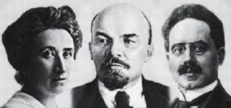 Génius V. I. Lenin s německými revolucionáři, členy svazu Spartakus, zakladateli Komunistické strany Německa a mučeníky Rózou Luxemburgovou a Karlem Liebknechtem.