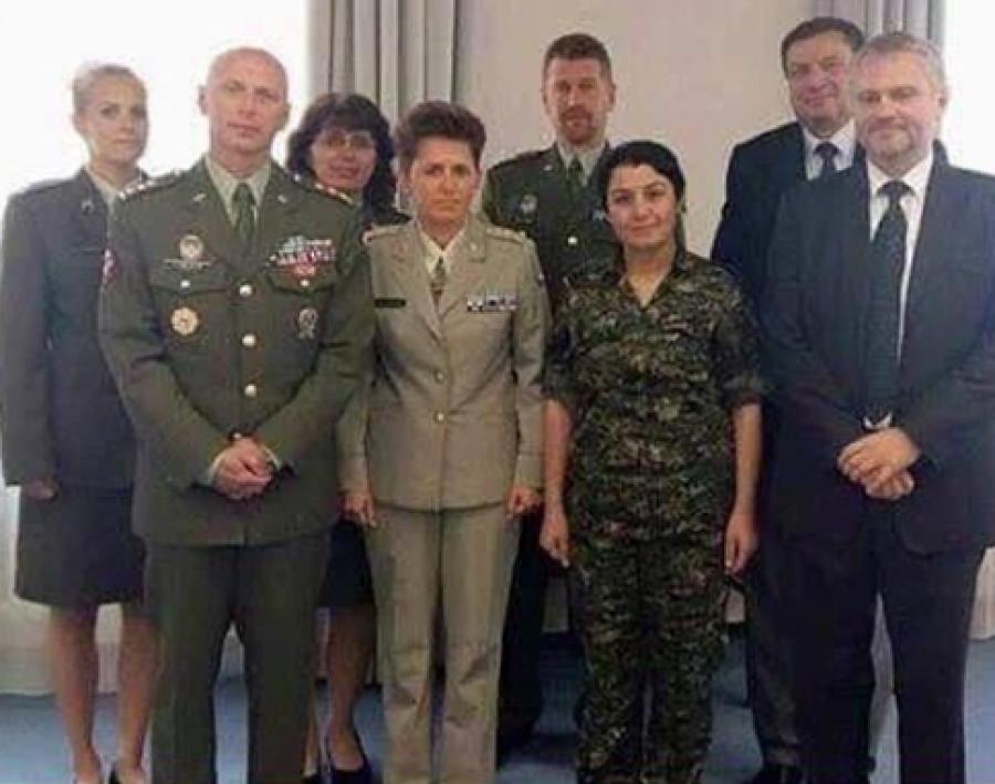 Náčelnice YPJ paní Nesrin Abdulla na Ministerstvu Obrany  ČR - v.r. 2015