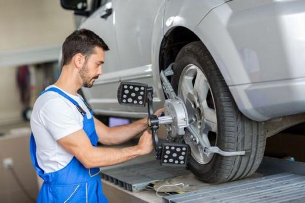 STK by mohla proběhnout v rámci normálních pravidelných servisních inspekcí, kdy se mění olej, brzdové destičky a kontrolují kapaliny. Mechanici v servisech znají auta svých zákazníků podle zakázek a