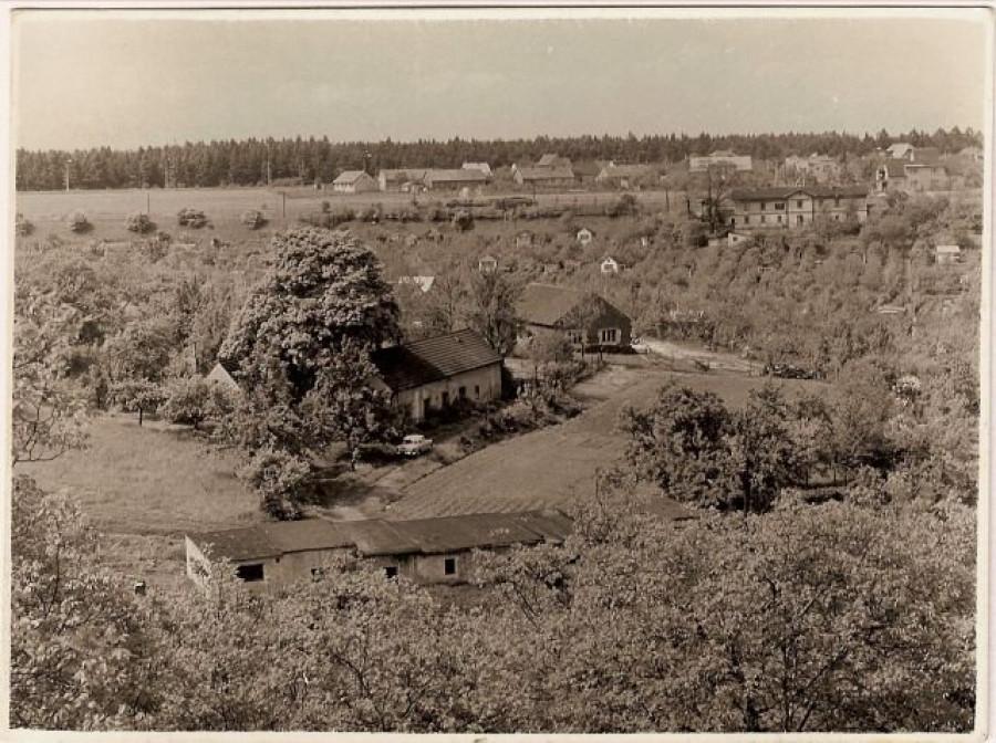 dříve stanice Nové Kladno přes údolí Podprůhonu