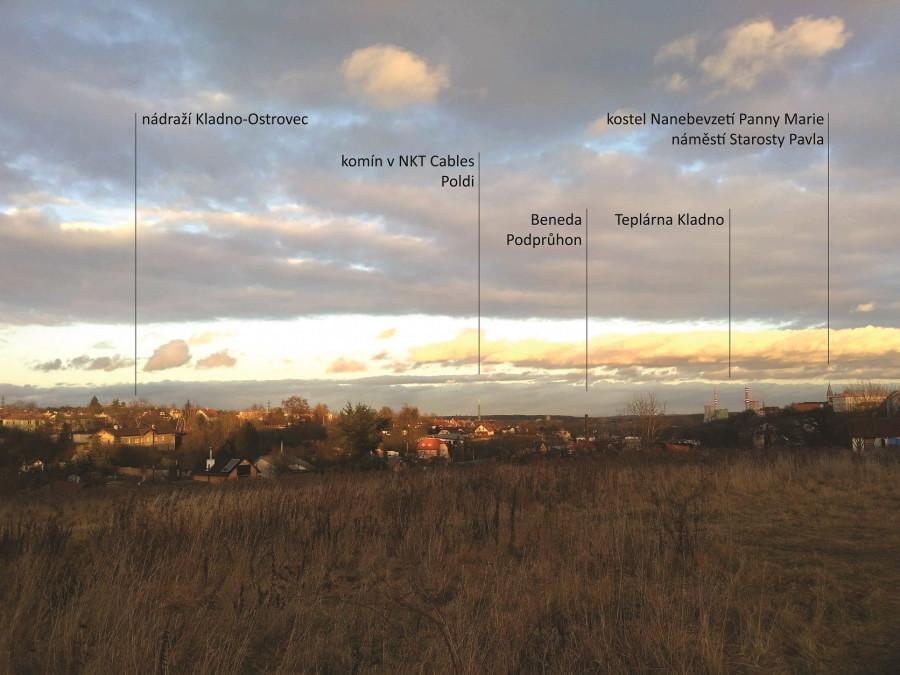 na nádraží Ostrovec je jedinečná jeho poloha. Na okraji údolí poblíž centra, Podprůhonu a Ostrovce, s výhledem.