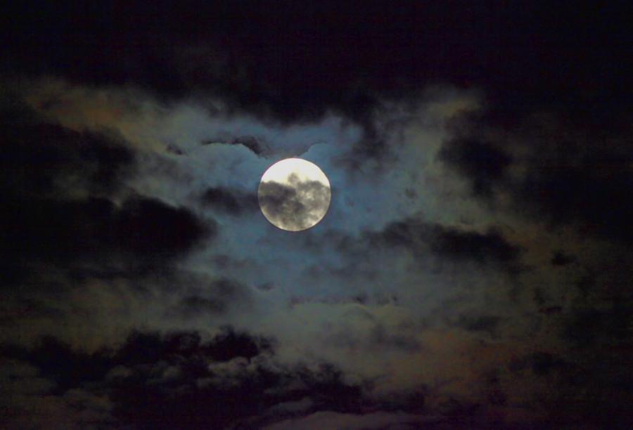 Úplněk, zastínění Měsíce, tentokrát však mraky